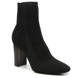 NWOB CHARLES DAVID BANKER PERFORATED KNIT BOOTIE 6